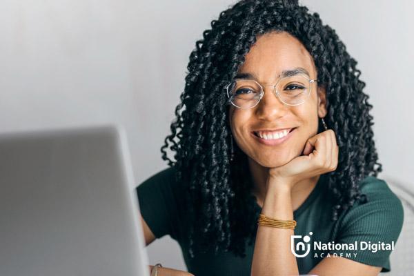 woman taking online social media class